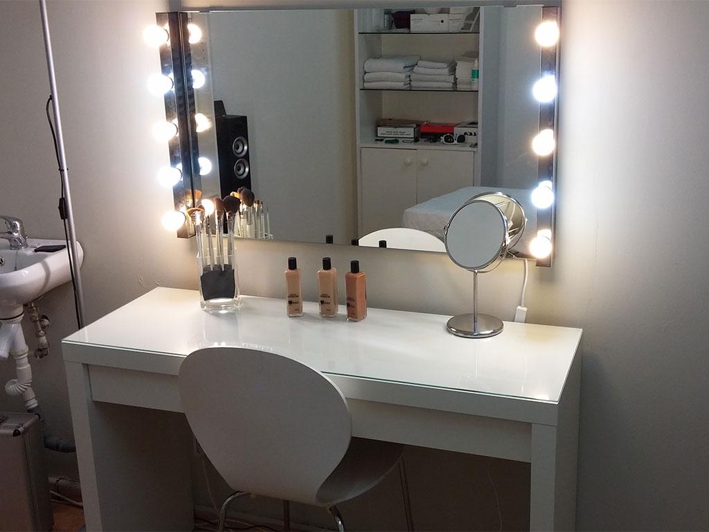 Tocadores de maquillaje modernos for Espejo tocador ikea